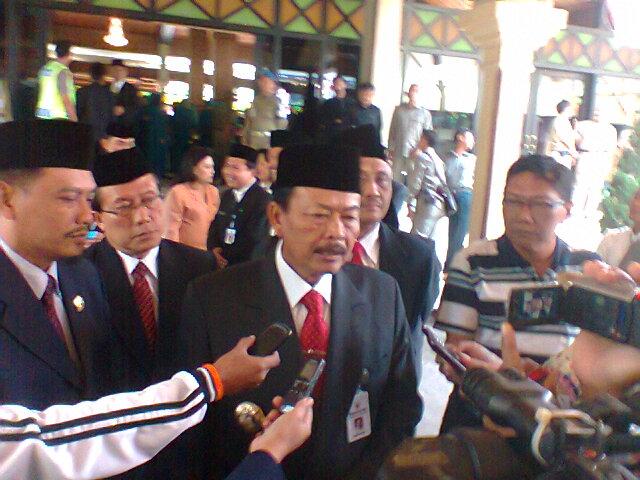 H. Bibit Waluyo Gubernur Jawa Tengah adakan jumpa pers Seusai melantik  Ir.Satrio Hidayat sebagai PJ Bupati Tegal