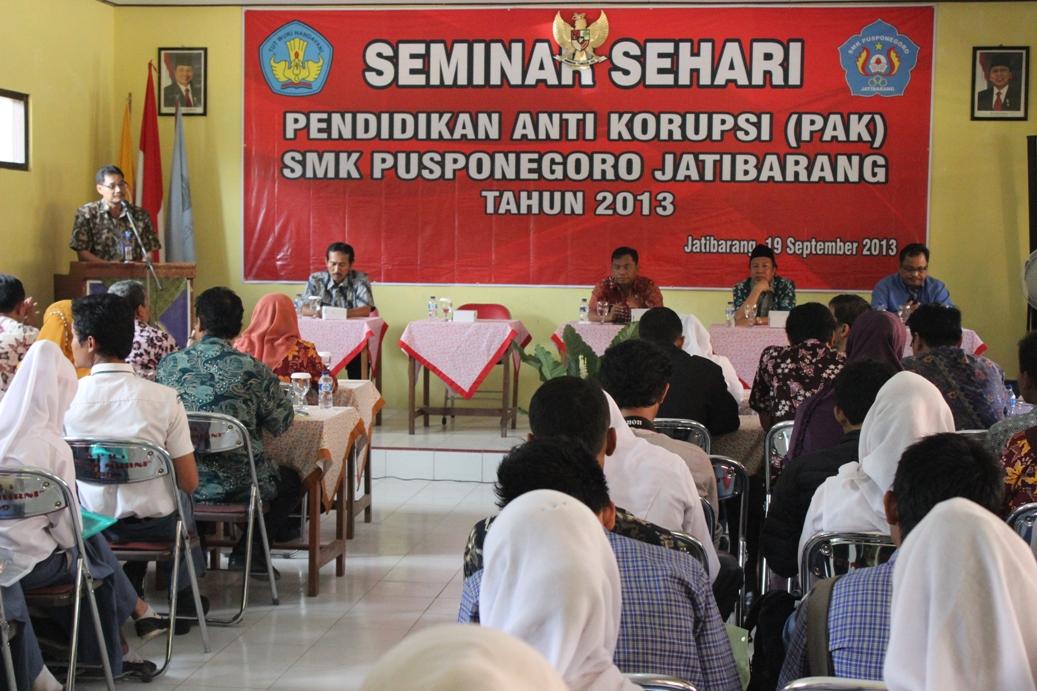 Seminar Pendidikan Anti Korupsi (PAK) di SMK Jatibarang, Brebes kamis (19/09/2013).