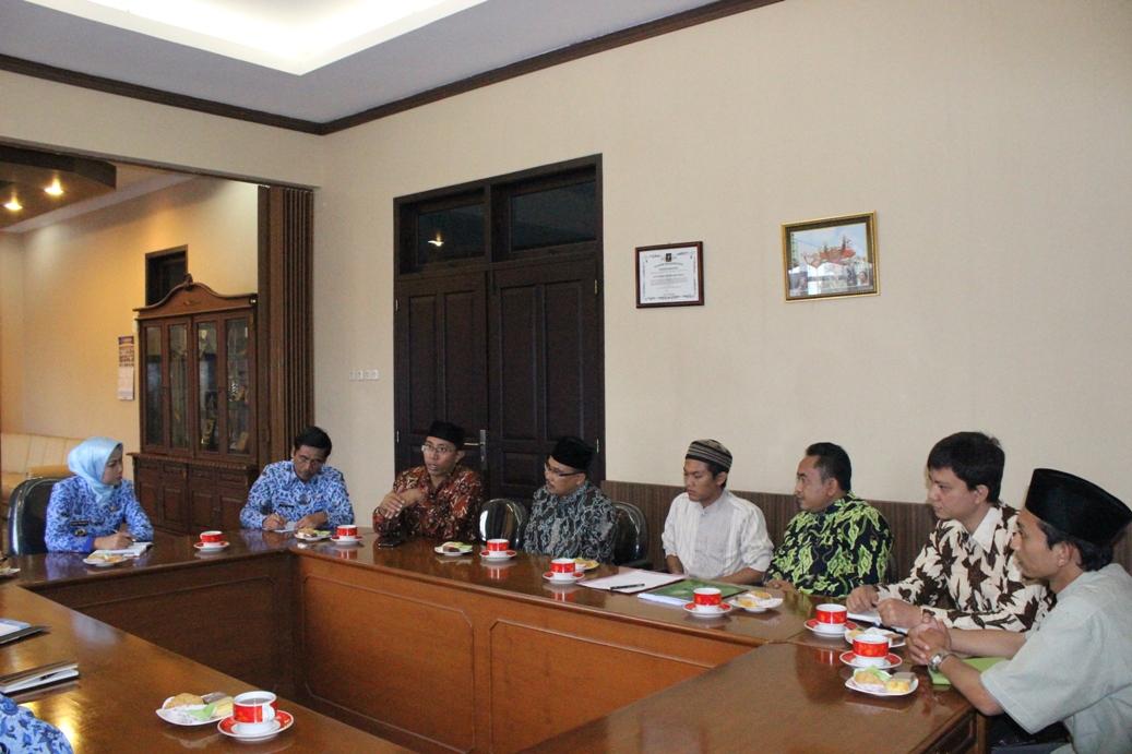 Acara audensi Himpunan Pengusaha santri Indonesia (HIPSI) Kabupaten Brebes dengan Bupati Brebes Hj. Idza Priyanti, SE di ruang kerja Bupati