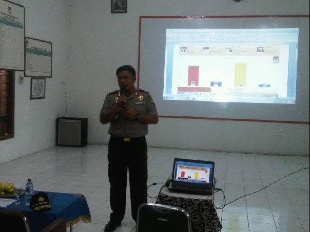 Kapolda Jawa tengah Irjen Polisi Dwi Priyatno saat menyambangi Real Count di KPU Kota Tegal
