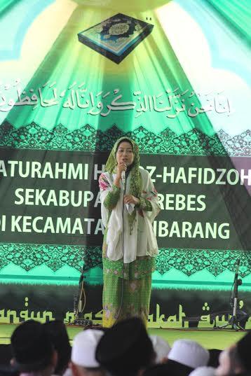 Bupati Brebes dalam acara silaturahmi Jamiyah Qura Wal Hufadz (JQH) tingkat Kabupaten Brebes di Pondok Pesantren Umul Mahasin Jatibarang Kidul, Jatibarang Brebes, Ahad (11/10).
