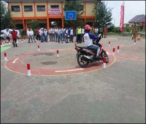 Puluhan siswa SMK di wilayah Kabupaten Brebes dan Tegal mengikuti pelatihan Uji SIM C di SMK Negeri 1 Bulakamba