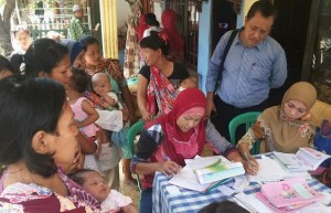 Tim Unicef saat mengenalkan Model Helper Chart dan Helper Book Imunisasi